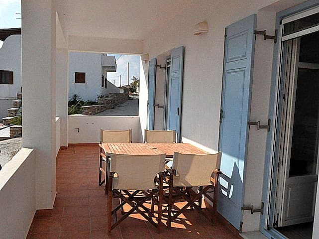 APARTMENT CLOSE TO ANTIPAROS TOWN.2 bedrooms