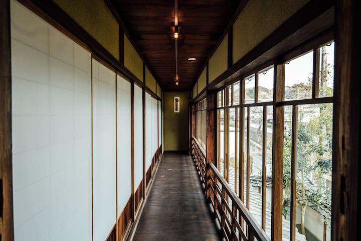 2F 客室前廊下