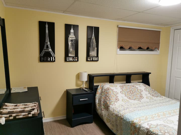 Private Guest Room, minutes from Ferry & beaches