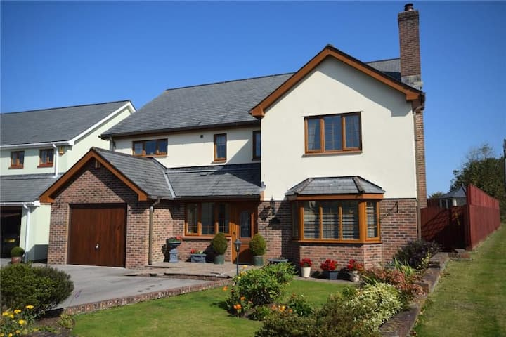Stunning and cosy Devon family home, sleeps 6.