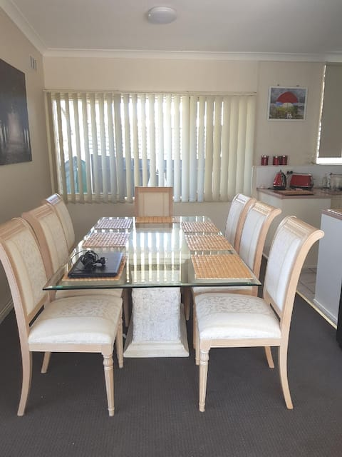 Quality Adelaide 3 Bed Room House Close to City