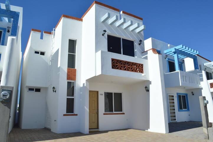 Hermosa Casa en Santorini, Nuevo Altata