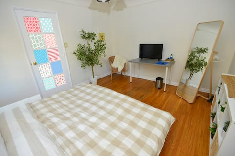 V.05- Affordable Pad in WeHo -no sound insulation