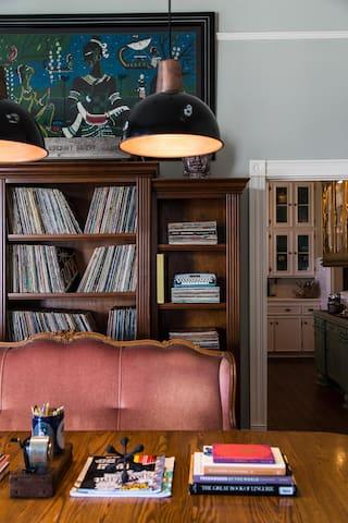 Modern Victorian Inn Suite #1 (Walk UTMB & Strand)