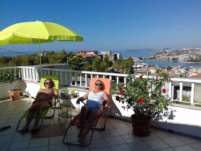 Vacation house with fantastic view on Dalmatia