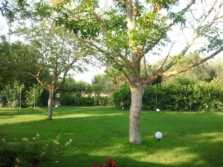 Villa in campagna con prato inglese e piscina
