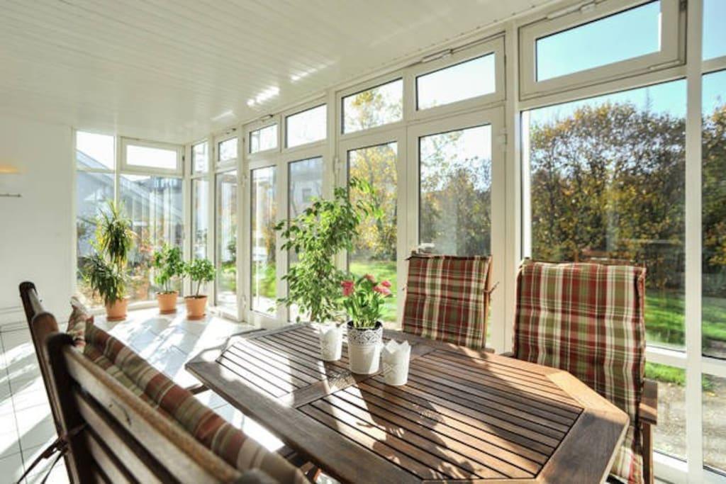 sch ne 3 zi wohnung m wintergarten appartamenti in. Black Bedroom Furniture Sets. Home Design Ideas