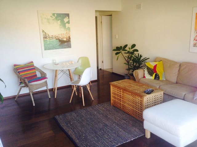 Gorgeous Beach Front Apartment - Maroubra - Flat