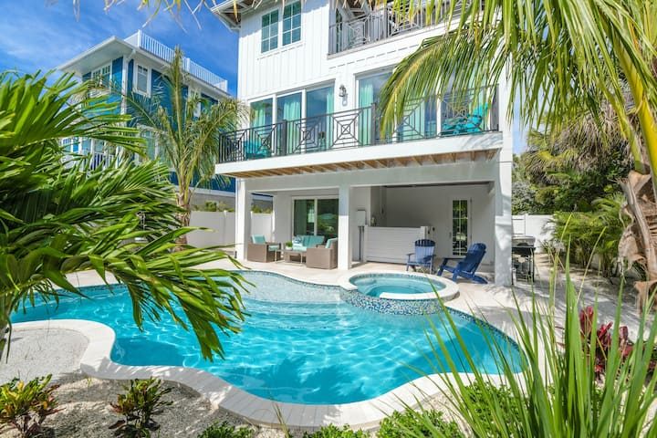Beach Escape - Escape the everyday to the beach! Luxury 5 bed/4 bath home with pool and spa!