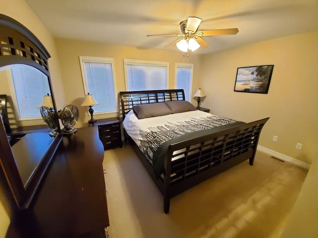 Enjoy the master bedroom with a very comfortable large king size bed and ensuite!