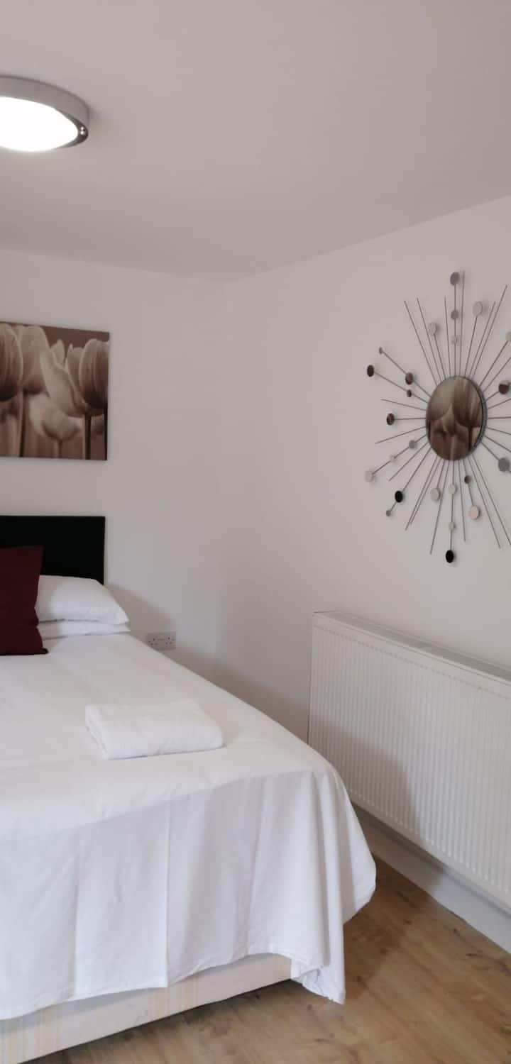Lovely one bedroom ensuite  Rochester - affordable