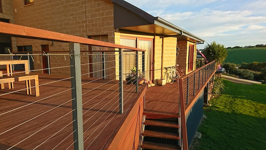 Sea Mist Hill Top Apartment - A Secluded Getaway - Warrnambool - Apartment
