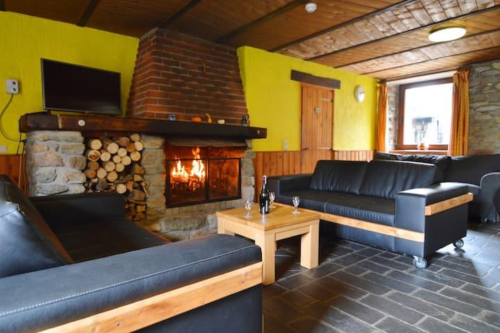 Quaint Cottage In Petite Langlire With Jacuzzi