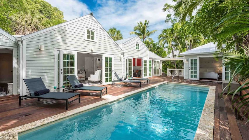 **THE ARTISTS' MUSE @ LOVE LANE** Immaculate Home & Pool + LAST KEY SERVICES...