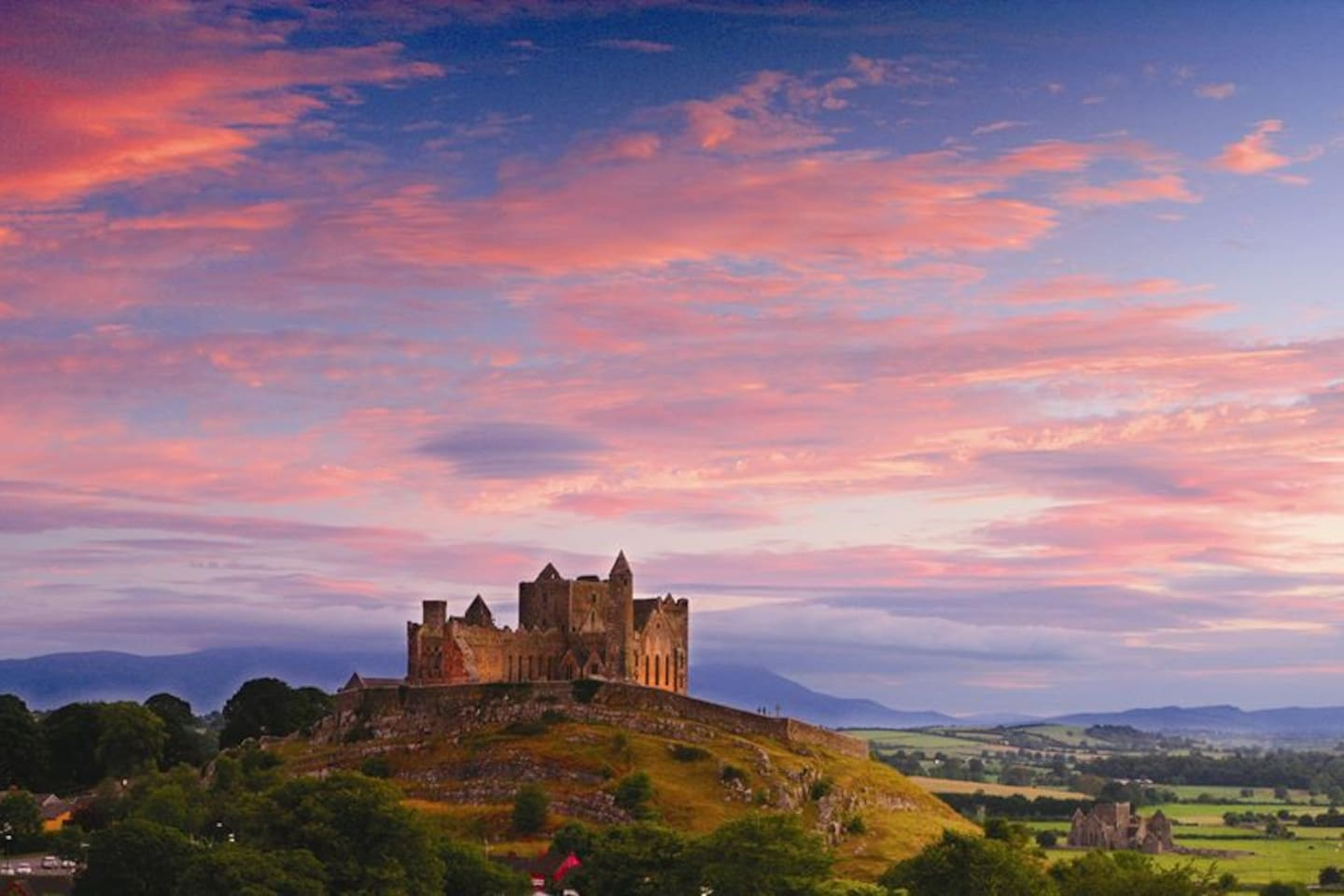 """5 mins from The Rock Of Cashel - According to The Lonely Planet """"The Rock of Cashel is one of Ireland's most spectacular archaeological sites, a prominent green hill, banded with limestone outcrops, rising from a grassy plain and bristling with ancient fortifications."""""""