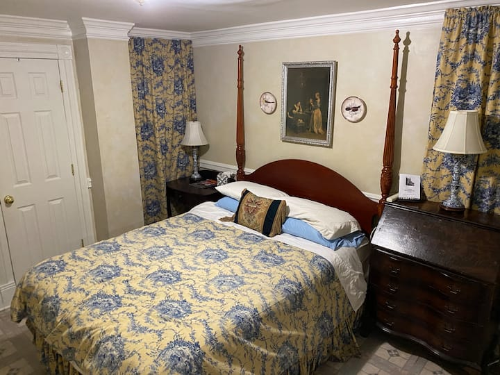 French Themed Private Room in Boystown