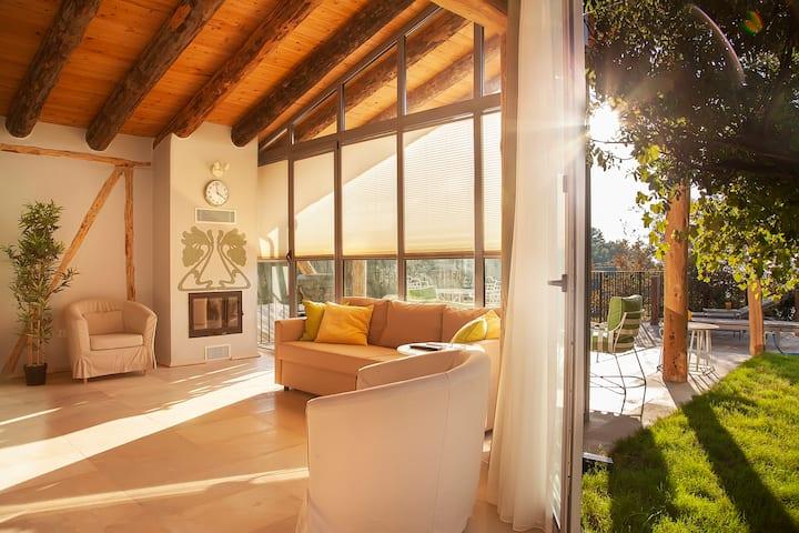 Şömineli, sıcak havuzlu (w heated pool&fireplace)