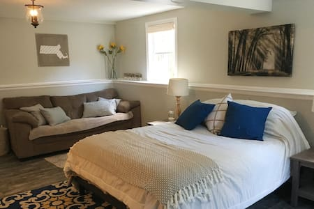 Relaxing Guest Suite- Separate Entrance & Pvt Bath