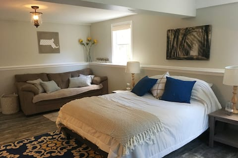 Relaxing Guest Suite- Separate Entrance & Pvt Bath