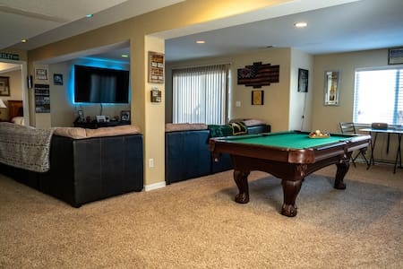 Cozy & Spacious Private Basement W/ Self Check-in!