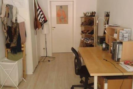 Gemütliches Zimmer im Multikulti-Viertel - Leipzig - Wohnung