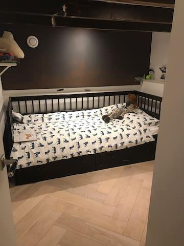 1 sleep in an appartment