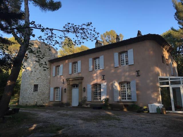 Chbre double (140) en bastide à Aix - Aix-en-Provence - House