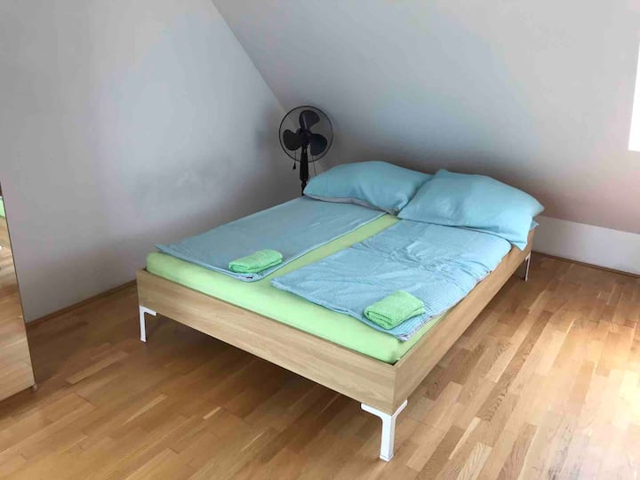Room with terrace, Vienna, next to downtown, metro