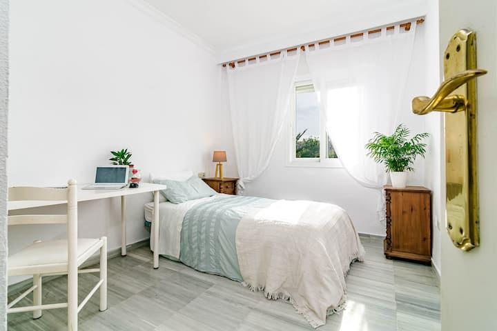 Room in Shared Duplex Golden Mile, Min. 3 months.