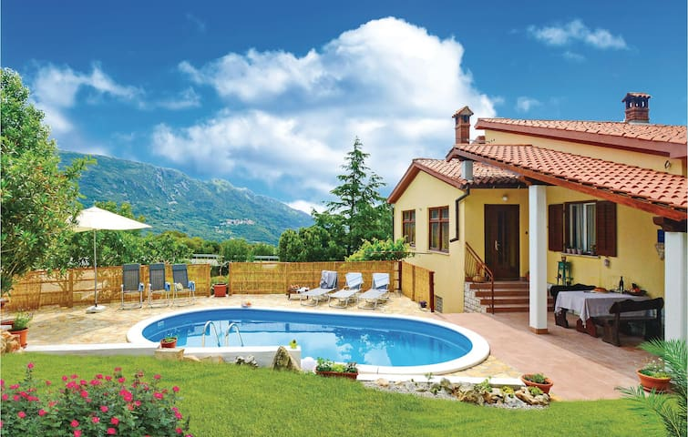 Holiday apartment with 3 bedrooms on 118 m² in Plomin
