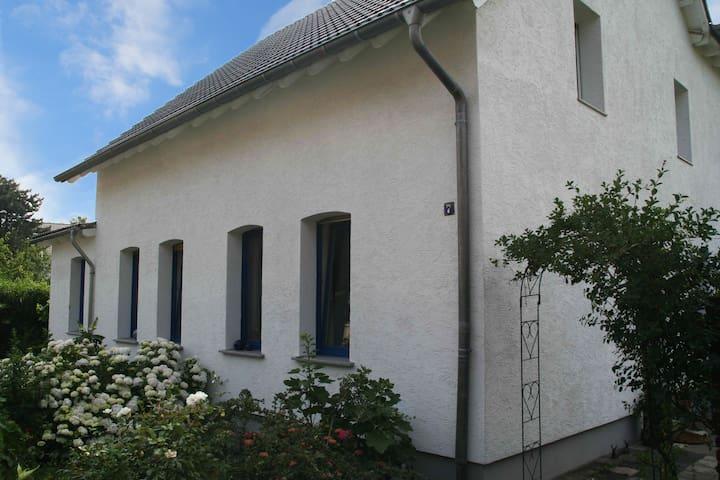 Gemütliches Haus mit Garten - Hürth - Casa