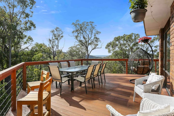 Spacious home ★ Bushland setting ★ Ocean views