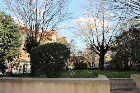 Chambre avec vue sur le jardin - Revel