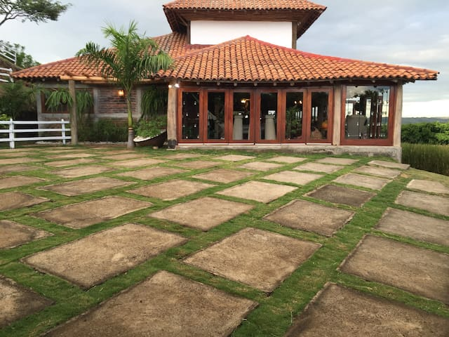 Farm House with beautiful views in a mountain. - Managua