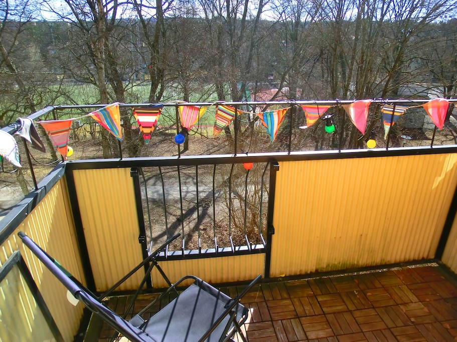 Balcony with view of the park, sunny all day