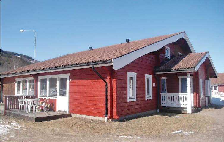 Semi-Detached with 3 bedrooms on 67m² in Sysslebäck