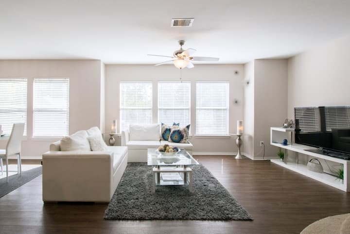 TOWNHOME Near NRG Stadium and downtown  10+ GUEST.