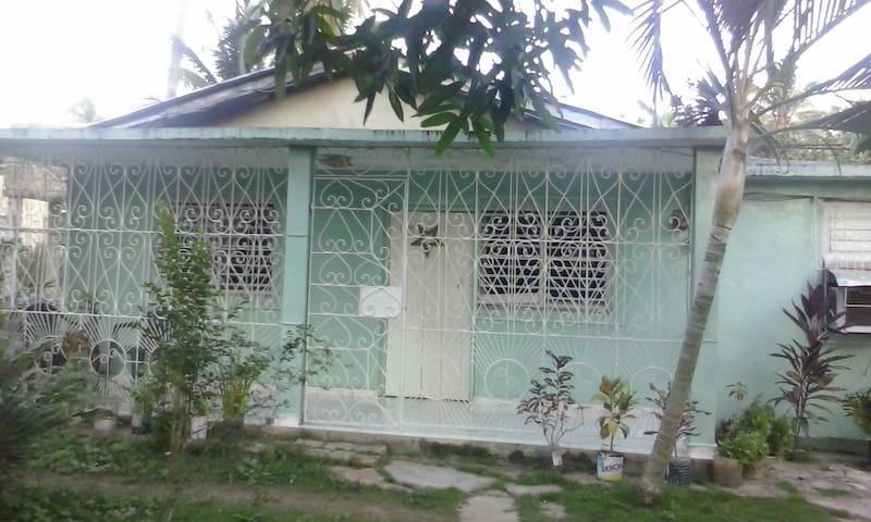 Hostal Villa Mercedes y Nin Habitacion 1