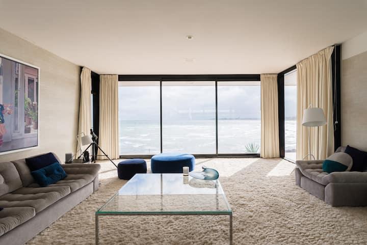 Iconic Beachfront luxury - Van der Rohe House