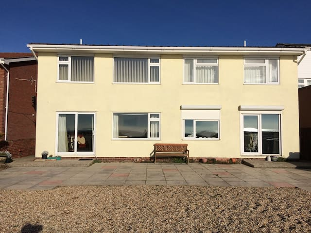 Seafront Flat - Hayling Island - House