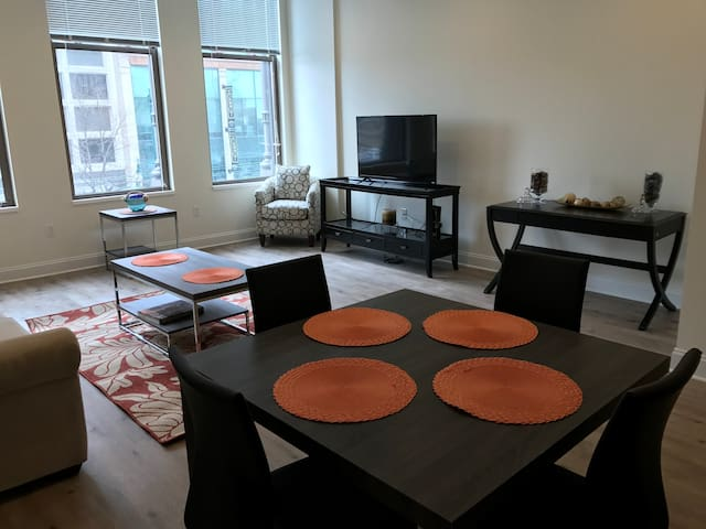 The Glenny: Classic Beauty, Modern Living - Buffalo - Apartamento