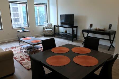 The Glenny: Classic Beauty, Modern Living - Buffalo - Apartament