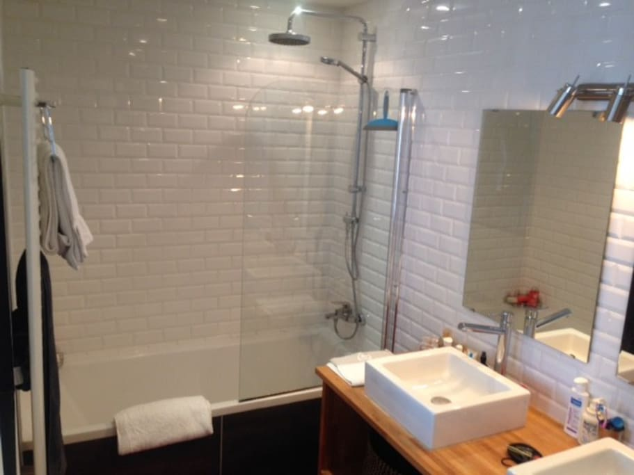 lovely bathroom with 2 basins and bath/shower combine