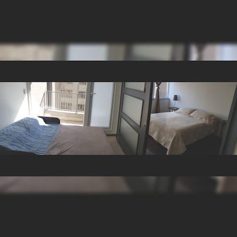 *Cama matrimonial en Dormitorio (2 personas) *Sofá cama armado en sala de estar (2 personas) Capacidad 4 huésped previo aviso