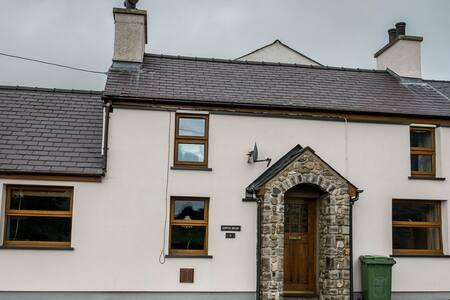 Cosy quarrymans cottage - Very close to Snowdon - Clwt-Y-Bont
