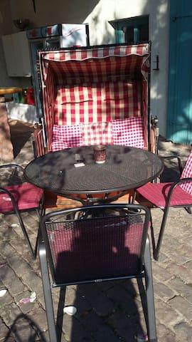 Strandkorb im Innenhof