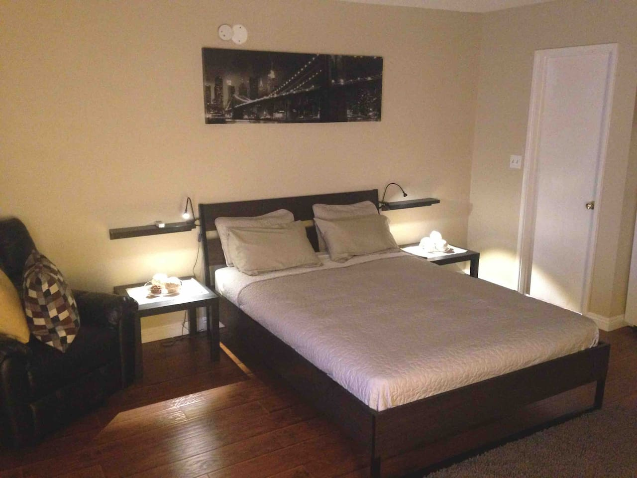 Relax in a comfortable queen sized bed.