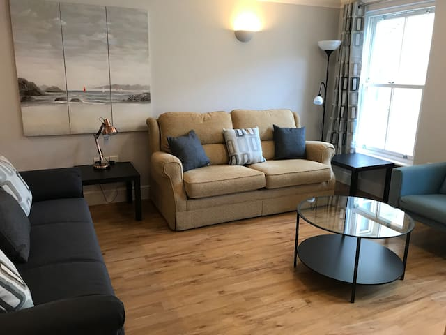 BAYVIEW  REFURBISHED 2 BEDROOM SEA FRONT APARTMENT