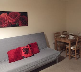 AdoniaPro Brentwood Apartment - Brentwood - Huoneisto