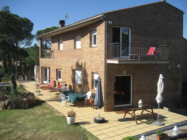 Modern Villa - Quiet Rural Setting